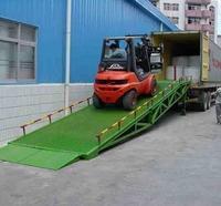 Plataforma de carga e descarga para caminhão